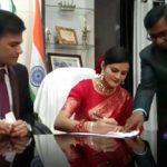 বিয়ের ছুটি পান নি তাই নিজের দফতরের মধ্যেই বিয়ে সারলেন IAS IPS অফিসার