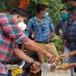 অসহায় মানুষের বাড়ির দরজায় রেশন পৌঁছে দিল সিউড়ির স্বেচ্ছাসেবী সংগঠন