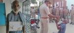 'গুলি করে মারবেন না' বুকে প্ল্যাকার্ড ঝুলিয়ে আসামি হাজির থানায়