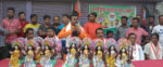 নদিয়ার আঁশতলা বাজারে সরস্বতী প্রতিমা বিতরণ বিজেপি যুব মোর্চার