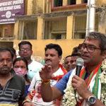 মুরারিপুকুরে নিজের স্কুলের সামনে যেন ভোটপ্রচার নয়, স্কুল রি-ইউনিয়নে শামিল হলেন কল্যাণ চৌবে