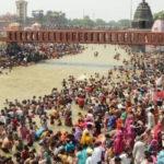 সামাজিক দূরত্ব শিকেয়, কুম্ভমেলায় পুণ্যার্থীদের ভিড় দেখে হতবাক প্রশাসন