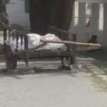 সাহায্য মেলেনি, ঠেলাগাড়ি করে মৃত মায়ের দেহ শ্মশানে নিয়ে গেল ছেলে